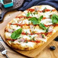 Римская пицца с беконом Фото