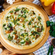 Пицца с грибами и сливочным соусом Фото