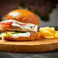 Бургер с куриной грудкой Фото