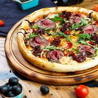 Пицца с ростбифом Фото
