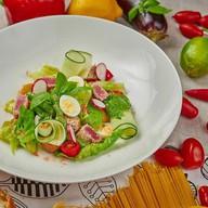 Салат с тунцом в кунжуте Фото