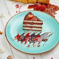 Шоколадный торт с вишней Фото