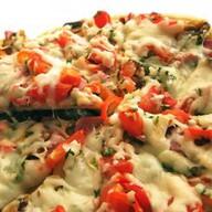 Пицца Домашняя (на пышном тесте) Фото