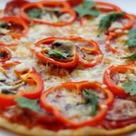 Пицца с салями Фото