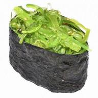 Гункан с салатом чукка Фото