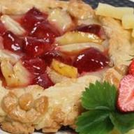 Пирог с ананасом и клубникой (песочный) Фото