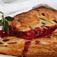 Пирог с яблоками и вишней (слоеный) Фото