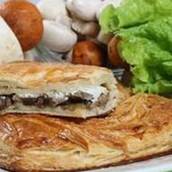 Пирог с грибным жульеном (слоеный) Фото