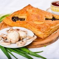 Пирог с курой и грибами (слоеный) Фото
