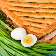 Пирог с зеленым луком и яйцом (слоеный) Фото