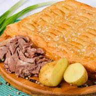 Пирог с мясом и картофелем (слоеный) Фото