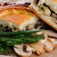 Пирог с курицей, грибами в соусе Фото