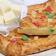 Пирог с сыром и цукатами (слоеный) Фото