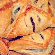 Пирожок с брусникой, яблоками (слоеный) Фото