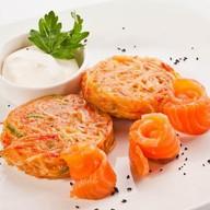 Картофельные драники с лососем Фото