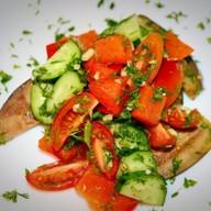 Овощной салат с тушеным перцем Фото