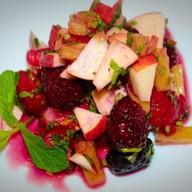 Фруктовый салат с клубникой Фото