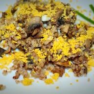 Гречневая каша с грибами, луком и яйцом Фото