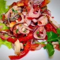 Салат морской коктейль с овощами Фото