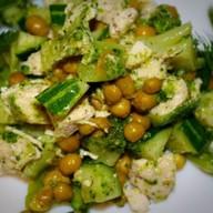 Салат из брокколи Фото