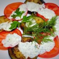Салат с баклажанами и помидорами Фото