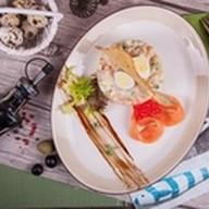 Оливье со слабосоленым диким лососем Фото