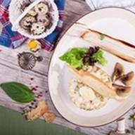 Оливье с куриной грудкой и грибами Фото