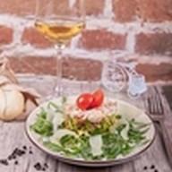Салат с рукколой,королевскими креветками Фото