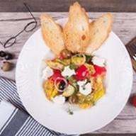 Салат греческий салат с томатным Песто Фото