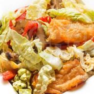 Теплый салат с лососем Фото
