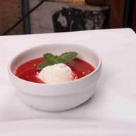 Холодный суп-крем из клубники Фото