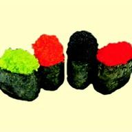 Гункан с красной икрой тобико Фото