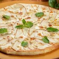Пицца с грушей и сыром горгонзола Фото