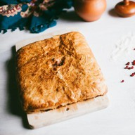 Пирог с брусникой слоеный Фото