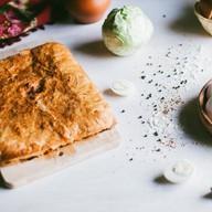 С капустой и яйцом слоеный Фото