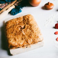 Пирог с клубникой слоеный Фото