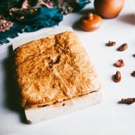 Пирог с курагой слоеный Фото
