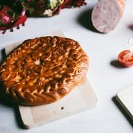 C сыром и ветчиной дрожжевой Фото
