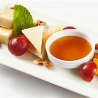 Итальянская сырная тарелка Фото