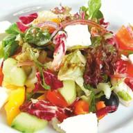 Салат из свежих овощей по-итальянски Фото
