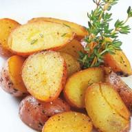 Беби-картофель в пряных травах Фото