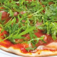 Пицца с рукколой и пармской ветчиной Фото