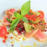 Салат с тунцом и сыром моцарелла Фото