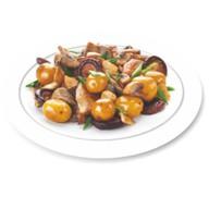 Курица жареная с грибами и картоф Фото