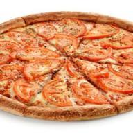 Пицца с сыром и помидорами Фото