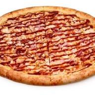 Пицца с беконом и барбекю Фото