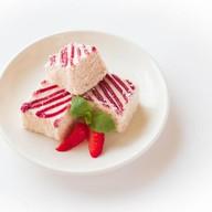 Пирожное Нежность клубника Фото