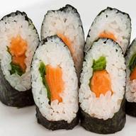 Ролл с лососем и луком Фото