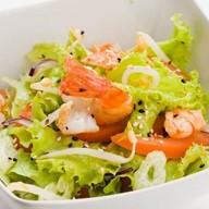 Салат с креветкой в устричном соу Фото