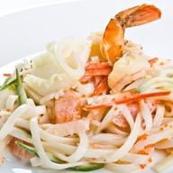 Салат с лапшой Удон и морепродукт Фото